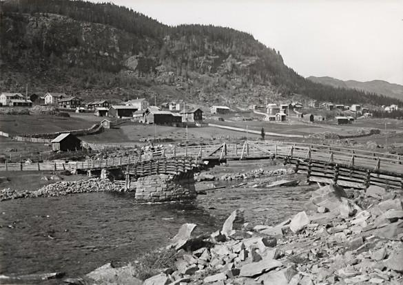 Sundre med gamlebrua ca1912